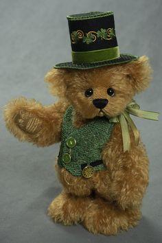 Irish- about 11 inches - German mohair. #artistbear #artistbears #teddybear #spring #stpatricksday #vickylougher Plushies, Irish, Teddy Bear, Bears, German, Handmade, Animals, Spring, Deutsch