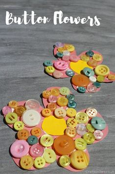 This button flower craft for kids is super quick to set up and it kept both my kids busy for ages! Great for fine motor stills and learning colours too. Summer Crafts For Toddlers, Easy Crafts For Kids, Toddler Crafts, Fun Crafts, Art For Kids, Button Crafts For Kids, Children Crafts, Toddler Art, Beach Crafts