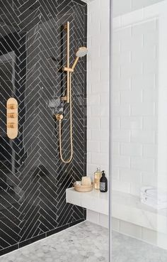 5 Bathroom Design Ideas That Show Why It's Time for an Upgrade Badezimmer Einrichtung Badezimmer Fliesen Ideen 🎗 Bathroom Tile Designs, Bathroom Interior Design, Modern Interior Design, Bathroom Ideas, Bathroom Remodeling, Luxury Interior, Bathroom Tile Patterns, Bathroom Wall Tiles, Teen Bathroom Decor