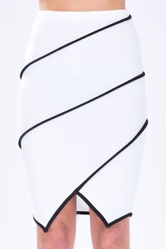 Piped Origami Pencil Skirt – New York Fashion New Trends Mode Outfits, Skirt Outfits, Skirt Pants, Dress Skirt, Fashion Details, Fashion Design, Fashion Trends, Mode Style, Dress Patterns