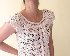 pattern coming soon. Worked flat, at start and ends for button edging Starting chains starting fans increasing 4 fans per round of pattern repeat raglan-style 12 fans for the body, 5 .Ravelry: Picot Fan Summer Cardigan pattern by Lakshmi Ravi Narayan Crochet Bolero Pattern, Crochet Jacket, Crochet Blouse, Crochet Top, Crochet Patterns, Crochet Shrugs, Crochet Sweaters, Crochet Summer, Sewing Patterns