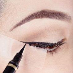 Fotos de moda | Trucos de la cinta adhesiva para maquillaje de ojo | http://fotos.soymoda.net