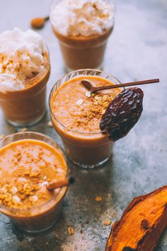 This plant-based sweet potato pie smoothie recipe is the perfect pre-workout meal. Full of protein, complex carbs, antioxidants, fiber, healthy fats and essential minerals. Steamed Sweet Potato, Cubed Sweet Potatoes, Sweet Potato Recipes, Roasted Sweet Potatoes, Vegan Sweet Potato Pie, Freezer Smoothies, Fruit Smoothies, Smoothie Recipes, Vegetarian Protein