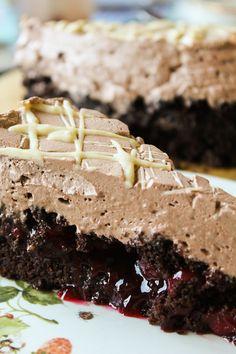 Vegan Mofo Day 30 – Chocolate Cherry Cream Cake | Schoko-Kirsch-Sahnetorte