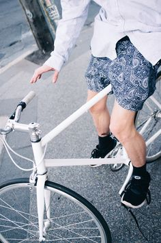 Urban and High End street fashion blog.