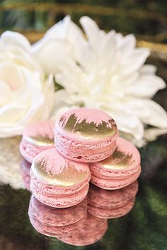 "This pin reminded me to say ""I keep asking for gold this and gold that, but please be creative in your presentation. I love the weathered look of this gold"" Guava-flavored macarons with brushed gold details by Great Dane Bakery. Macaroon Recipes, Dessert Recipes, French Macaroons, Pink Macaroons, Macaron Cookies, Wedding Desserts, Macaroons Wedding, Let Them Eat Cake, Dessert Table"