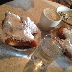 #beignets and #cafeaulait perfect any time of the day #cafedumonde #frenchquarter #vieuxcarre #moonwalk #food #bestofneworleans #powderedsugar #coffee by beautybyamber73