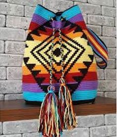 Discover thousands of images about szydelkowe torby worki - wzory, wzory torem szydelkowych, crochet bags patterns, crochet wayuu bags patternsThis Pin was discovered by TC Crochet Handbags, Crochet Purses, Crochet Bags, Tapete Floral, Mochila Crochet, Tapestry Crochet Patterns, Crochet Backpack, Tapestry Bag, Knitted Bags