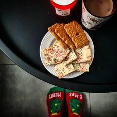 Weihnachtliches Rinderfilet mit Lebkuchensoße - Experimente aus meiner Küche Christmas Sweets, White Christmas, Nom Nom, Cupcakes, Bread, Food, Radish Salad, Filet Of Beef, Purple Cabbage