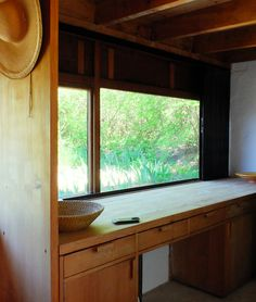 Wood counter / kitchen / Roland Rainer: Summer House
