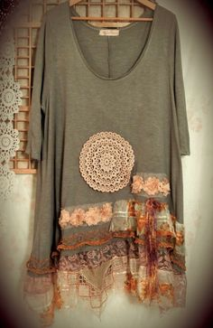 Using lace or fabric to make tunic longer.love it Tender sunshine. Plus size romantic upcycled tattered tunic. via Etsy. Diy Clothing, Sewing Clothes, Vetement Hippie Chic, Estilo Hippie, Altered Couture, Altering Clothes, Recycled Fashion, Mode Inspiration, Diy Fashion