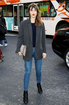 grey blazer, jeans, ankle boots street style