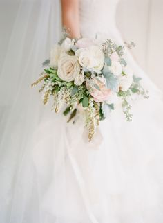 Gorgeous spring blooms: http://www.stylemepretty.com/2016/04/04/new-york-with-with-french-vintage-vibe/   Photography: KT Merry - http://www.ktmerry.com/