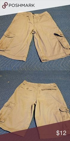 Men 'Hurley gray shorts size 32/18 Shorts are gray, not tan. They are cargo. In excellent condition. hurley Shorts Cargo