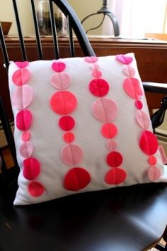 Felt Pillow Simple and Quick.  Love this!!