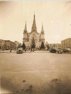 MANIZALES COLOMBIA ANTIGUA Next Holiday, Iglesias, Barcelona Cathedral, Vacation, Travel, World, Cathedrals, Antique Photos, Earth