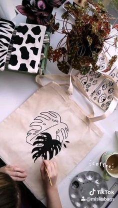 Diy Crafts Hacks, Diy Home Crafts, Crafts To Do, Fabric Painting, Diy Painting, Fabric Stamping, Diy Canvas Art, Diy Clothes, Diy Gifts