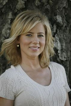 """♥ Traylor Howard - I fell for her on """"Boston Common"""". And was so glad when she took over as Adrian's assistant on """"Monk"""" AND ...I prefer when her hair is longer like in this pic! Gorgeous!"""