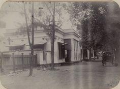 Gebouw, vermoedelijk in Soerabaja Circa 1905 (Collections KITLV)
