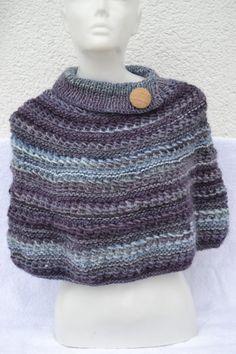 Cape Poncho Seelenwärmer Schulterärmer Loop Umhang lila violett meliert gestrickt für Damen von Masche21 auf Etsy