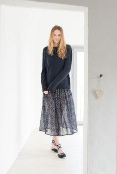 Acacia sweater, dark navy. Anna skirt, navy. Glicine flats, navy.