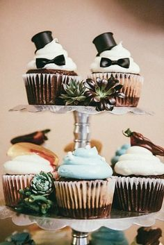The GAY Wedding Planner APP for your phone! cupcakes for gay wedding. Gay Wedding Cakes, Lesbian Wedding, Wedding Cupcakes, Wedding Pics, Wedding Cake Toppers, Our Wedding, Dream Wedding, Patio Wedding, Cancun Wedding