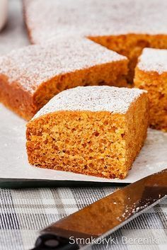 Krówkowe ciasto marchewkowe Cornbread, Ethnic Recipes, Food, Millet Bread, Essen, Meals, Yemek, Corn Bread, Eten