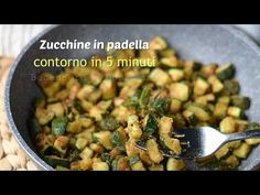 Zucchine gratinate in padella, ricetta contorno light zucchine sabbiose in padella. Un contorno buonissimo perfetto per esaltare anche pasta riso e cous cous Cena Light, Healthy Snacks, Healthy Eating, E Recipe, Light In, Vegetable Side Dishes, Antipasto, Healthy Mind, Healthy Choices