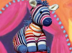 So strickt ihr ein süßes Kuscheltier-Zebra | Wunderweib