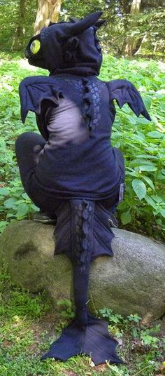 Finnfactor design: Toothless Dragon Costume Mini Tutorial                                                                                                                                                     More