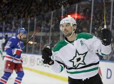 Report   Patrick Sharp fielding multiple calls regarding contract = Veteran forward Patrick Sharp is heading into free agency with a lot of unknowns this summer. The three-time Stanley Cup champion and former Chicago Blackhawks winger has been linked .....