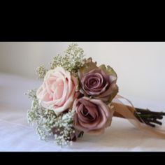 sweet avalanche and amnesia flower girl posy by www.passionforflowers.net