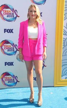 2019 Teen Choice Awards: Emily Osment is wearing a hot pink Allen Schwartz blazer and matching shorts with a white top. Emily is pretty in hot pink! Emily Osment, Teen Choice Awards, Michelle Richard, Candace Cameron Bure, Celebrity Babies, Celebrity Feet, Hollywood, Prabal Gurung, Celebrity Houses