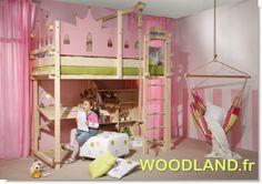 lit Mezzanine en bois massif de la marque WOODLAND. Permet 5 possibilités de montages à différents hauteurs pour convenir ainsi au fur et à mesure à l'âge ainsi qu'aux besoins des enfants. www.meubles-pour-enfants.com