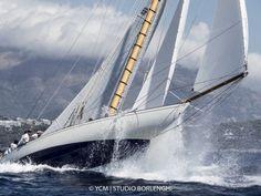 The Spanish boys sailed and good day. S/Y Hispania. Classic Sailing, Classic Yachts, Sailboat Living, Bay Boats, Yacht Interior, Sailing Ships, Sailing Yachts, Yacht Design, Submarines
