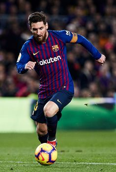 BARCELONA, SPAIN - DECEMBER 22: Lionel Messi of FC Barcelona with the ball during the La Liga match between FC Barcelona and RC Celta de Vigo at Camp Nou on December 22, 2018 in Barcelona, Spain. (Photo by Quality Sport Images/Getty Images)