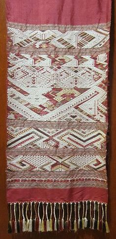 Lao textile, silk threads with natural dyes, East-West Center