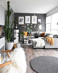 Kleines Wohnzimmer Mit Essplatz In Weiss Schwarz Und Holz Interior