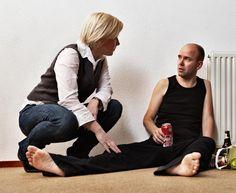 Scene Toetstheater. Hulpverlener met alcoholist. Gespeeld door Wendy Zwiers en Mark Vervuurt.
