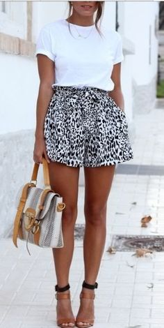 Love the print on these shorts! Wish it were a skirt or some sort of below-the-knee pant, though. Can't wear shorts to work (no matter what those fashion magazines say).