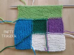 Apuros de una tejedora compulsiva: Tutorial: Hacer un Log Cabin de punto Baby Knitting Patterns, Knitting Stitches, Crochet Simple, Driftwood Crafts, Creative Embroidery, Needlework, Diy And Crafts, Weaving, Quilts