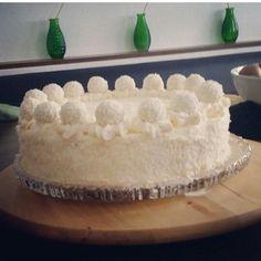 Kokos-Torte mit Raffelo Kugeln Yummy Recipes, Yummy Food, Pies, Tasty Food Recipes, Delicious Food