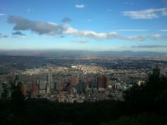 Foto tomada desde la parte más alta de Monserrate, cerros orientales de Bogotá