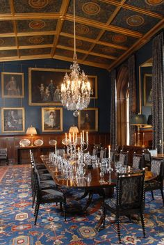 Elegant Dining Room, Luxury Dining Room, Dining Room Table, Dining Rooms, Antique Dining Chairs, Dining Furniture, Traditional Interior, Traditional House, Space Interiors