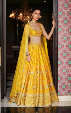Every bride wants to have Anita Dongre lehenga for their D-Day. From modern pastels lehengas to bright one, Anita Dongre amazed everyone by her collection. Designer Bridal Lehenga, Bridal Lehenga Choli, Anarkali Lehenga, Sabyasachi, Anita Dongre, Indian Bridal Outfits, Indian Designer Outfits, Bridal Dresses, Lehenga Designs
