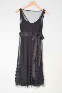 Zwarte party jurk met pailetten onderaan Merk: Vero Moda Maat: M Shop via https://shop.beautytalk.be/product/jurk-vero-moda/