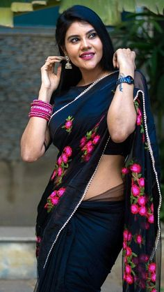 South Indian Actress, Beautiful Indian Actress, South Actress, Indian Beauty Saree, Indian Sarees, Nalli Sarees, Indian Girls Images, Cute Beauty, Saree Styles