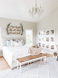Are you looking for some rustic farmhouse bedroom ideas to inspire you? Are you looking for some rustic farmhouse bedroom ideas to inspire you? There are many ways to incorporate farmhouse design in your house. Dream Bedroom, Home Decor Bedroom, Modern Bedroom, Contemporary Bedroom, Bedroom Furniture, Kids Bedroom, Master Bed Room Decor, Bench In Bedroom, Bedroom Wall Decorations
