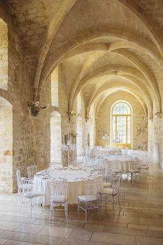 La Galerie Nord est située dans le bâtiment des latrines qui constitue l'un des éléments les plus originaux de l'abbaye aujourd'hui. © Jérôme Galland #Royaumont #abbaye #événement #event #séminaire