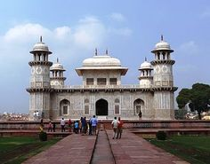 Tomb of I'timād-ud-Daulah - Wikipedia, the free encyclopedia